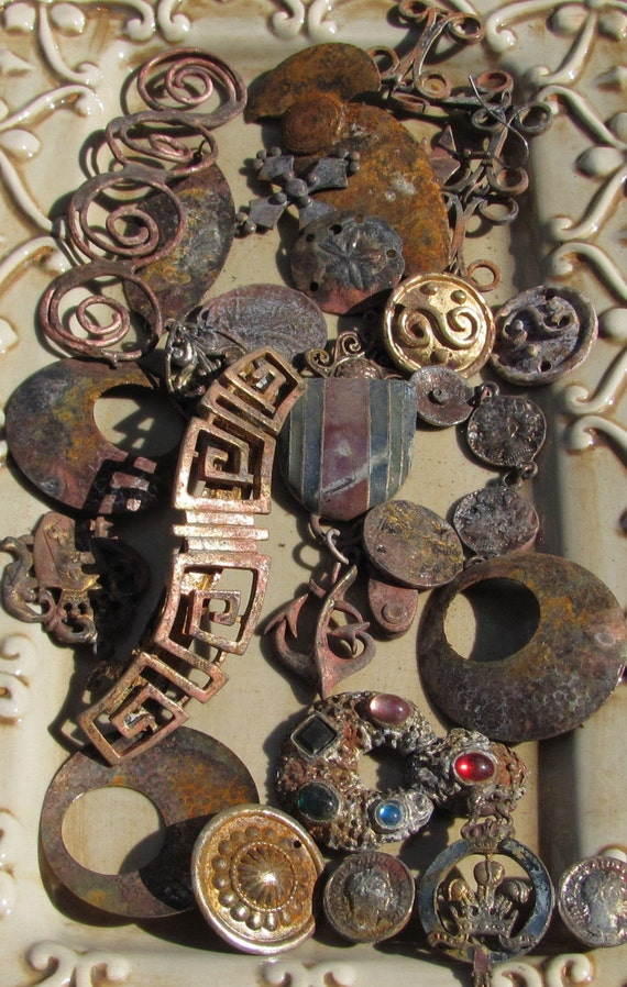 LOT OF RUSTED  JEWELRY PIECES GREAT FOR ANY ALTERED ART, MIXED MEDIA, ASSEMBLAGE OR STEAM PUNK PROJECT 8