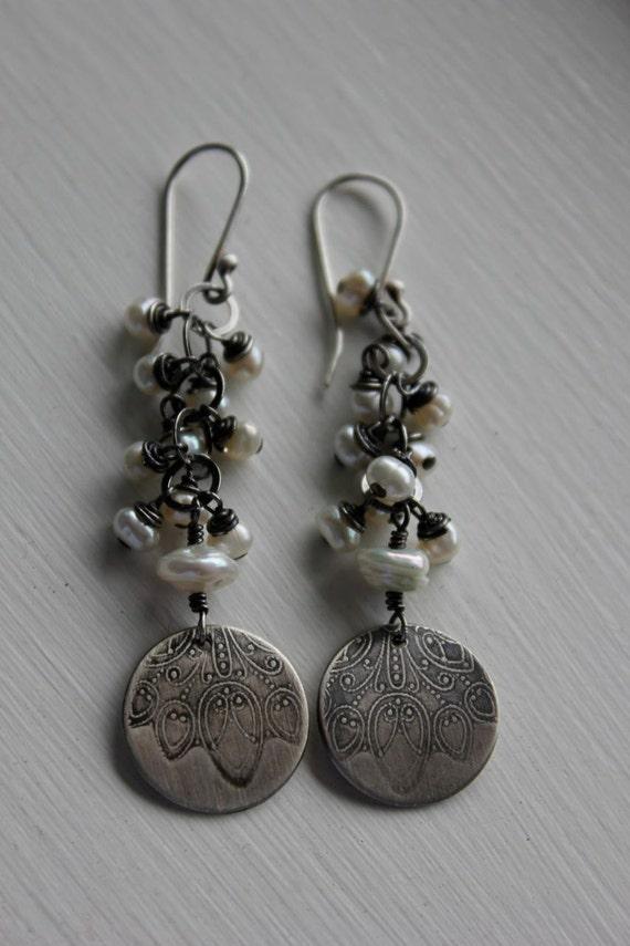 Pollen.......... freshwater pearl, silver earrings