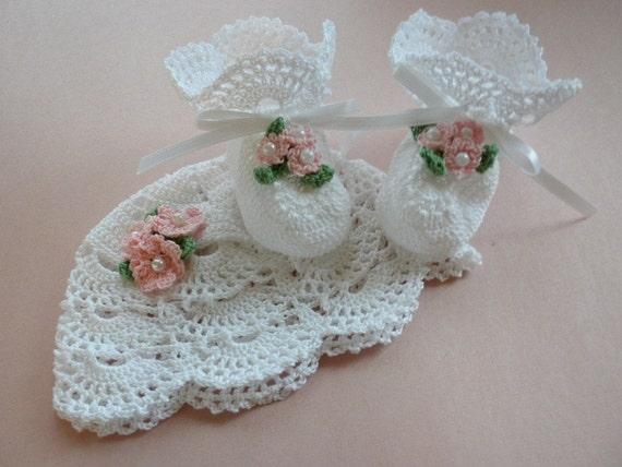 Crochet Baby Booties, Christening Baby Booties, Christening Baby Hat, Newborn Baby Booties, White Baby Booties, Photo Prop Baby Hat, Booties