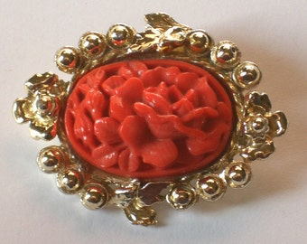Vintage Coral Glass Brooch gold tone... Evelyn daydreamed of faraway places. Moddities