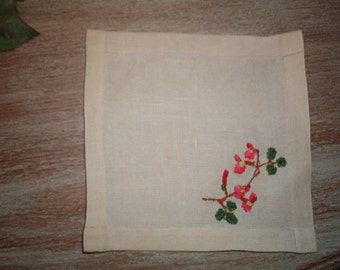 Vintage 5 inch x 5 inch linen doily piece that is embroidered on one corner with flowers