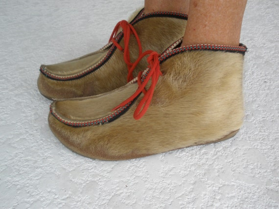 Vintage leather and furry ankle eskimo booties size 8 1\/2