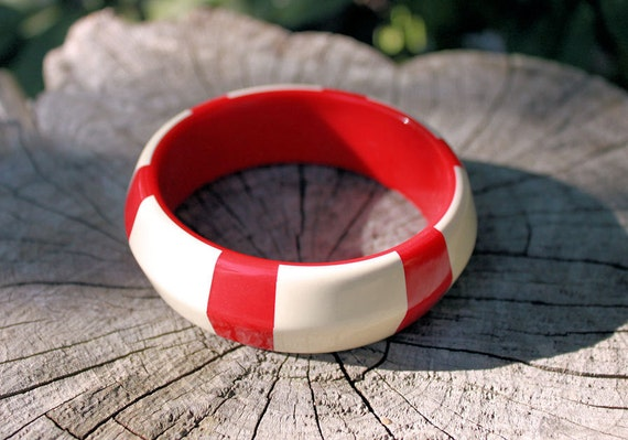SALE WAS 11USD The white stripes vintage bangle bracelet