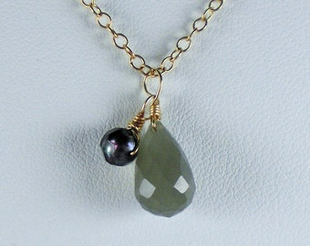 Grey moonstone and black pearl gold necklace,gemstone necklace, grey stone,bridal jewelry,grey and black,moonstone necklace,#bohojewelry