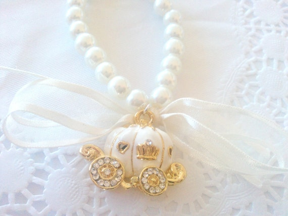 Princess carriage - Pearl bead, ribbon and charm bracelet - Sweet ivory - fairytale coach - wedding
