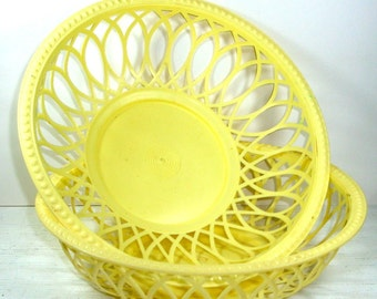 Vintage Plastic Basket Bowls, Outdoor Dishes, Picnics, Chip Bowls, Set Of Two (393-12)
