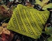 Keyhole Cowl Knitting Pattern