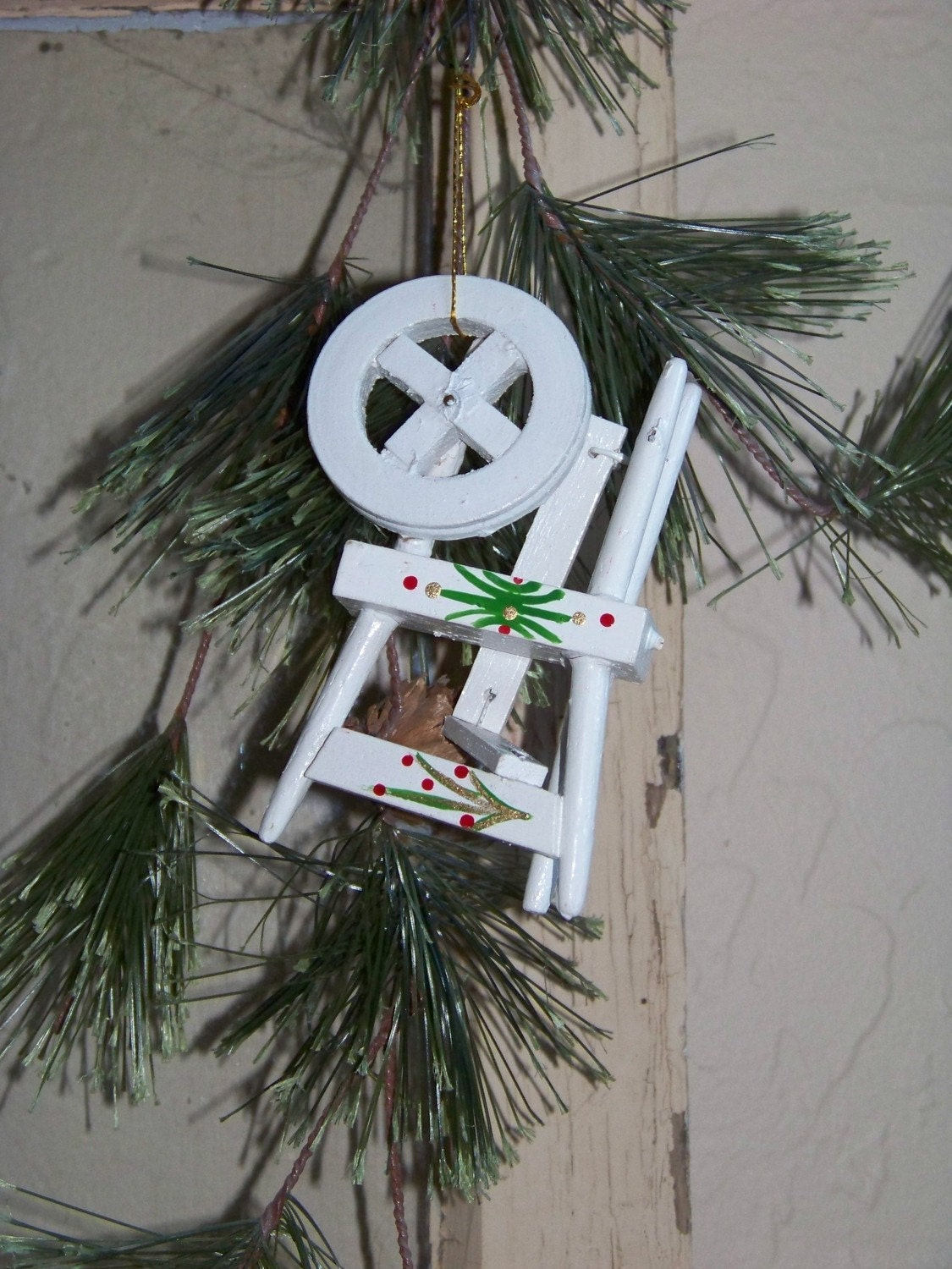 Vintage Wooden Spinning Wheel Christmas Ornament