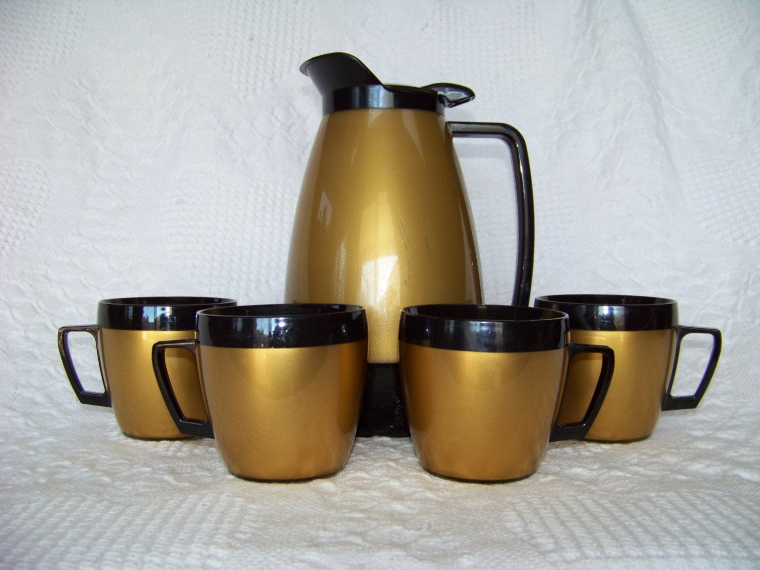 Vintage thermo-serv coffee mugs