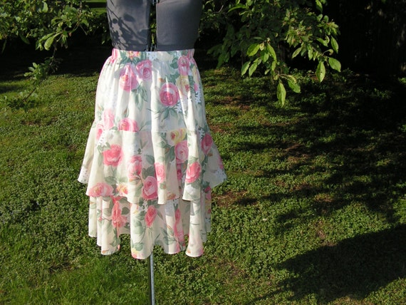 Victorian garden.Vintage 80s double tiered skirt with pastel color roses print.Made by ILGWU in USA