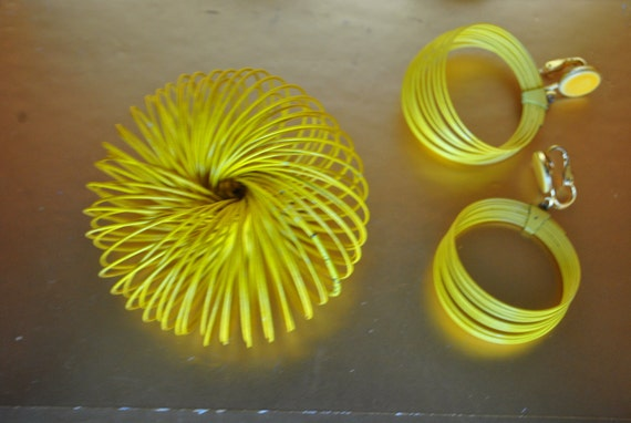 Vintage 60s yellow slinky bracelet with    matching  hoop clip on earrings.One size fits all.