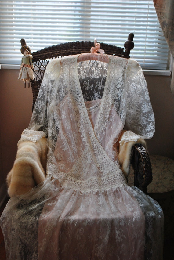 Glamour   vintage 80s white lace, flapper style dress with dusty rose color slip dress.Made by Scott Mcclintock.Size6
