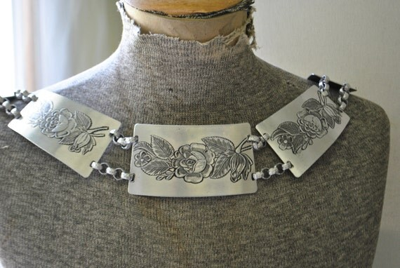 Vintage 40s aluminum hammered  belt- necklace with etched roses design and assymetric links-panels.