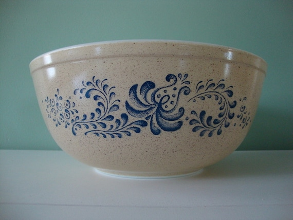 Homestead Pyrex Cinderella Mixing Bowl Large 4 By