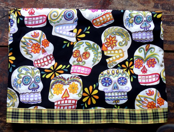 Sugar Skulls Day of the Dead Halloween Tablecloth/Tabletopper Halloween