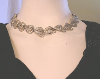 Vintage Coro Necklace with Great Design of Beautifully Textured Leaves and Vines. J124