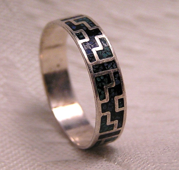 Vintage Sterling Silver Ring with Inlaid Turquoise Geometric Design.