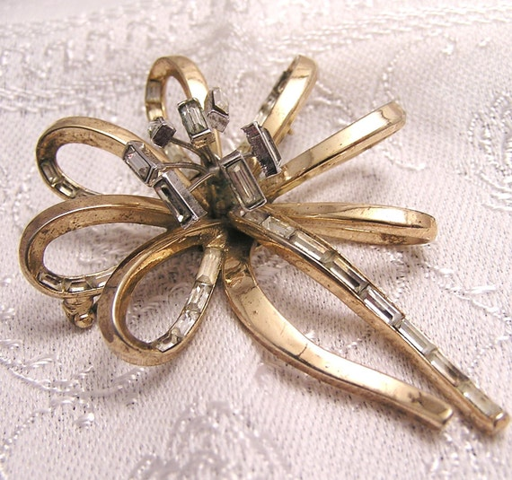 Vintage Trifari Bow Brooch with Baquette Rhinestones in Need of TLC J106