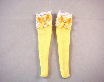 Blythe - Yellow Socks with White Lace and Ribbon - BSOC-001