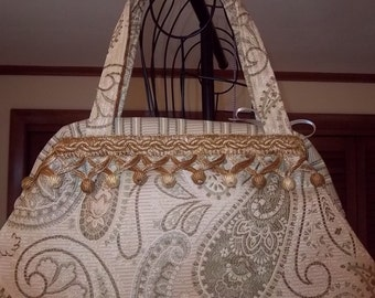 18 Paisley Carpet Bag