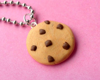Chocolate Chip Cookie Necklace  (D1D1)