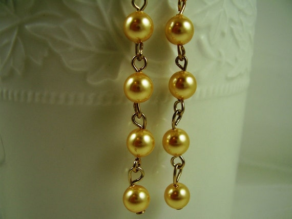 Gold Pearl Earrings,Holiday Gift Ideas,Gold Pearl Earrings,Gold Pearl Drop Earrings,Holiday Party Earrings,Gifts for Her,Christmas Gifts