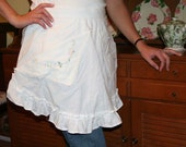 White cotton apron with embroidery pockets