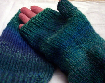 Larger lady or small mans' fingerless gloves