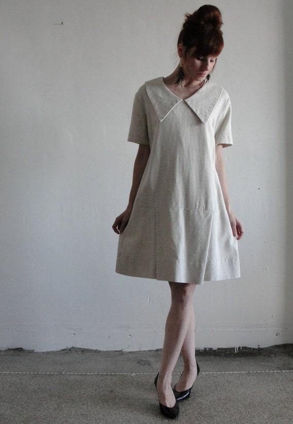 1960s Dress Lovely Linen . Tennis Pleats . Oversize Collar . Perfect