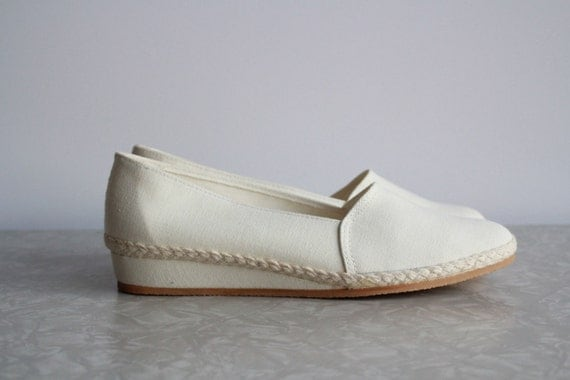 Vintage Linen Wedge Shoes . Grasshoppers Skimmers . NOS New Old Stock . White Cotton