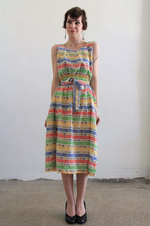 Vintage Bright Colors Day Dress . Floral Striped . Summer . Beach . 1970s