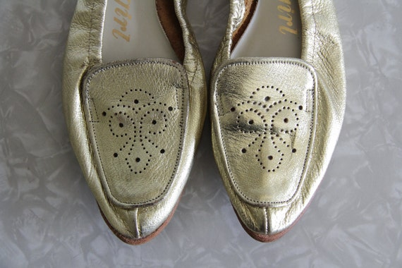 Vintage Gold Flats . Leather . Ballet Flat . Shoes . Footwear . 1960s . Size 7 Narrow