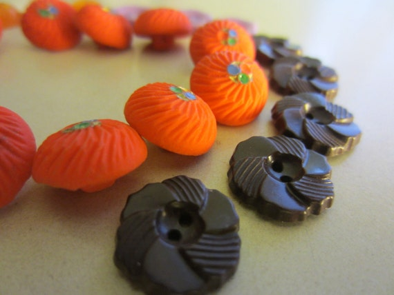 Vintage Buttons - Lot of 28 tiny asortment of sweet buttons