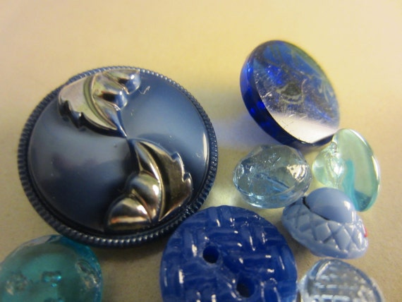 Vintage Buttons - Czech Glass beautiful  assortment of blues, hand painted. mix of 11 - (lot 526)