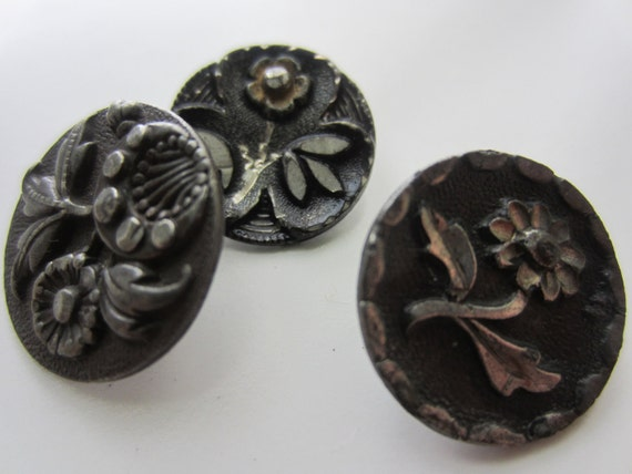 Vintage Buttons - Collector small pressed and molded pewter florals, very antique (lot1100)