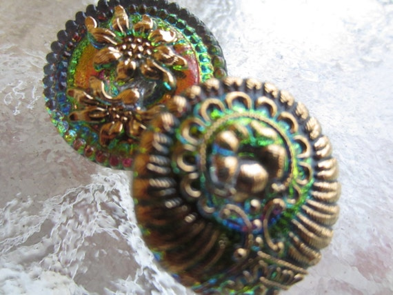 Vintage Buttons Czech  glass 2 assorted  pattern green  iridescent, gold  hand painted (lot 1306)