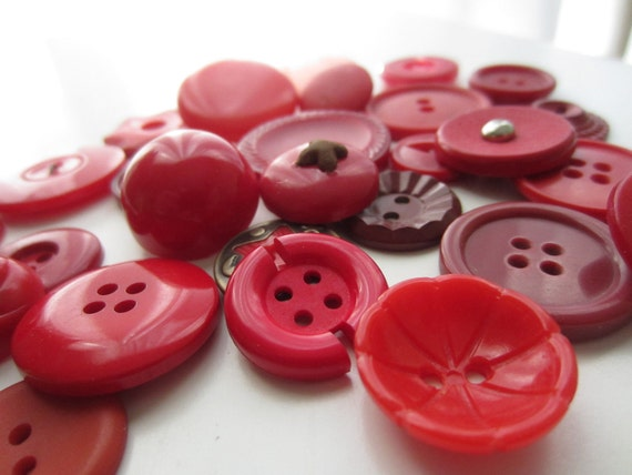 Vintage Buttons - Lot of 29 shades of red assortment (1399)