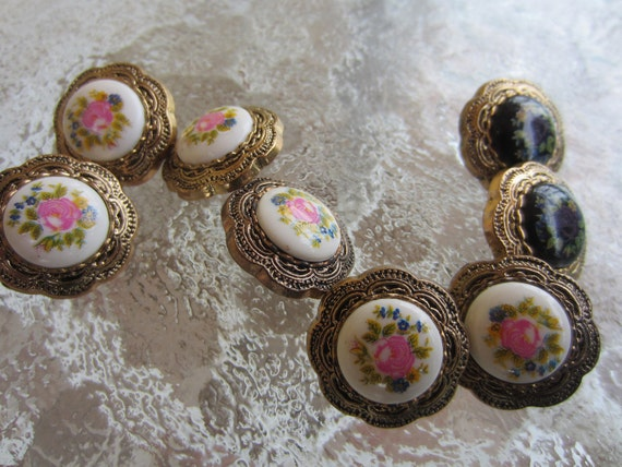 Vintage Buttons - Very sweet lot of floral painted centers , 2 style assortment of 8 total (1570)