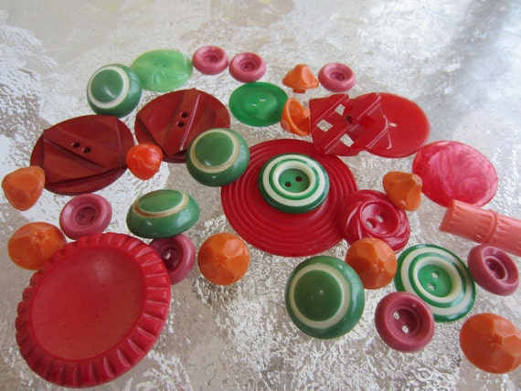 Vintage Buttons -  Large lot of  33 fun, bright, colorful , fiesta greens, oranges and reds, old lot  (1564)