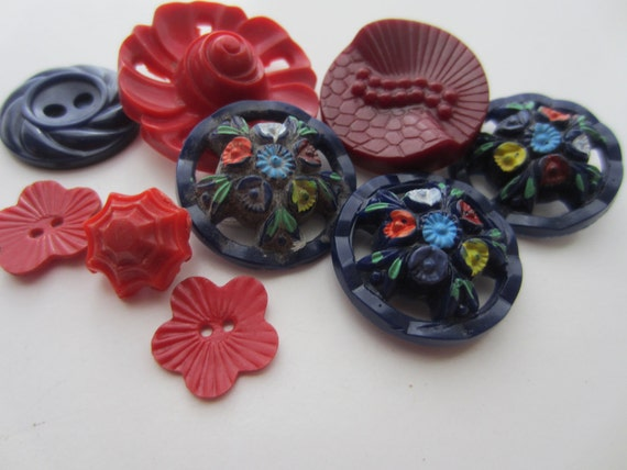 Vintage Buttons - Cottage chic  flower mix of  navy and reds, old and sweet -9 total (1601)