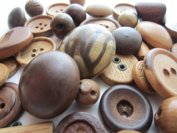 Vintage Buttons - Lot of 42 , primitive natural wood novelty styles, old and unique (2002)