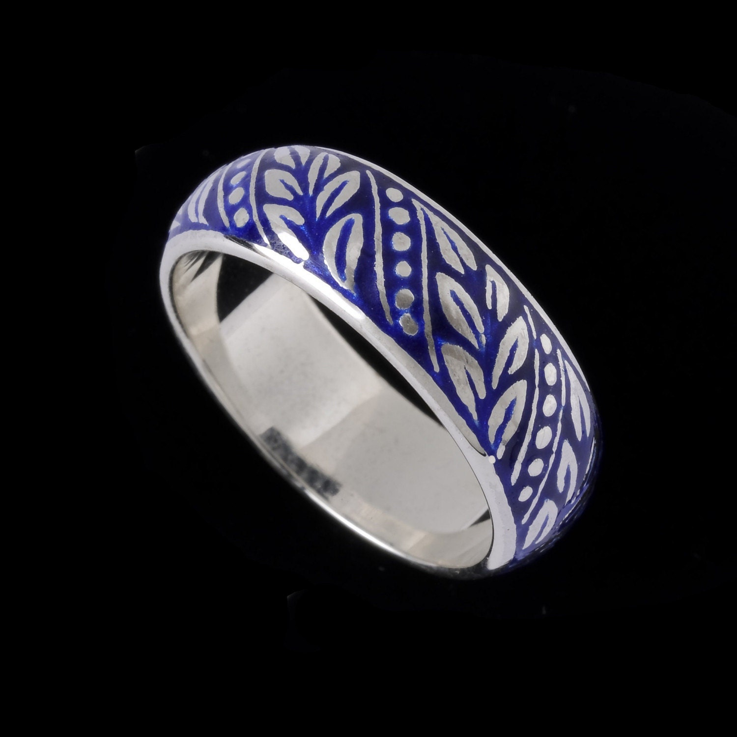 laurel leaf wedding band engraved collection by