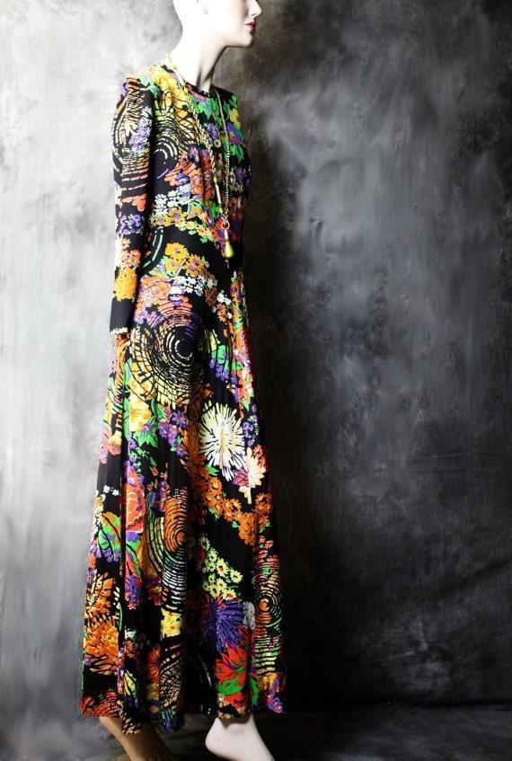 Reserved for Melinda Vintage 1960s 1970s Slinky Psychedelic Eye Mod Hostess Dress . M-L SALE 44.00