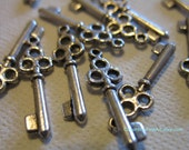 25 pack MEDIUM Tibetan Silver plated aged skeleton key charms and pendants