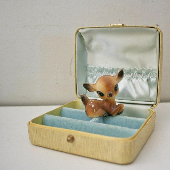 vintage 50s Little Shabby Cream and Light Blue Jewelry/Earring Holder Travel Case