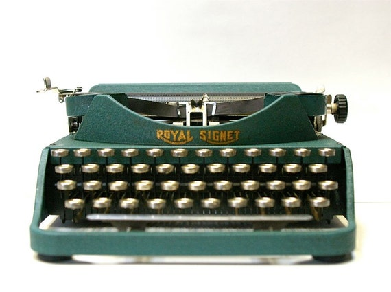 Rare Vintage Royal Signet typewriter with Italic Font- 1932-1933