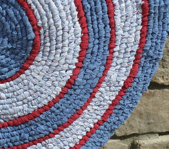 Round Rag Rug Black And White: Red White And Blue Americana Round Hand Knotted Toothbrush Rag