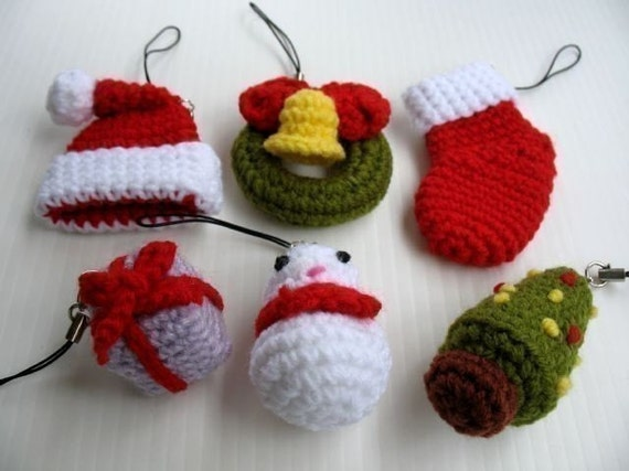 Miniature Crochet Pattern- CHRISTMAS- Cell Phone Charm  (00347)