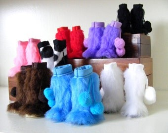 Pullip Blythe Boots. Fur boots with Pompoms for blythe, pullip, dal, pure neemo, monster high, barbie, obitsu, momoko, licca, ...