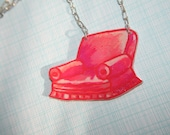 Lounge Chair in Pink Necklace